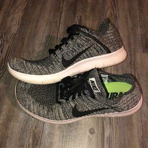 Women's size 11 Nike free run tennis shoe